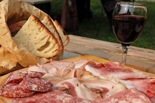 La strada dei salumi e del vino